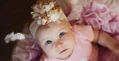 Bebé con diadema